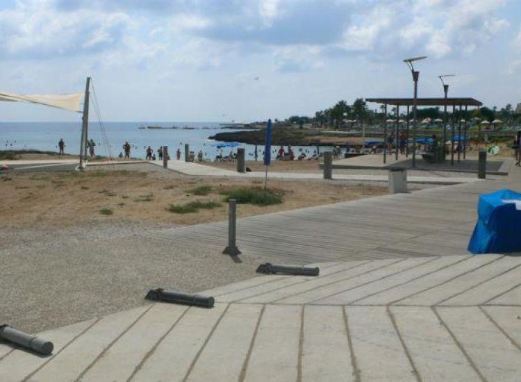Περνέρα: Άλλαξαν λαμπτήρες σε παραλία μετά από ελαφριά ηλεκτροπληξία