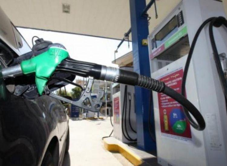 """""""Φούλαραν"""" τα αυτοκίνητα τους με πετρέλαιο από τα κατεχόμενα"""