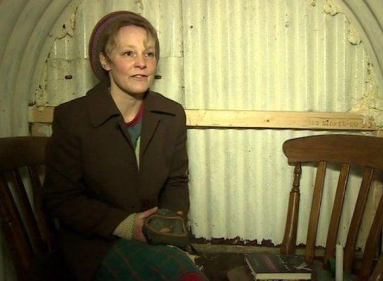 Γιατί αυτή η γυναίκα ζει μόνιμα στο 1939