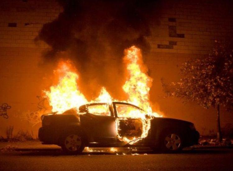Παραλίμνι: Φωτογραφία από τη φωτιά στο αυτοκίνητο