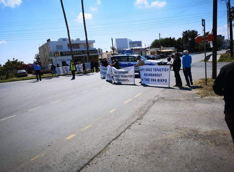 Παραλίμνι: Στους δρόμους οι καταστηματάρχες