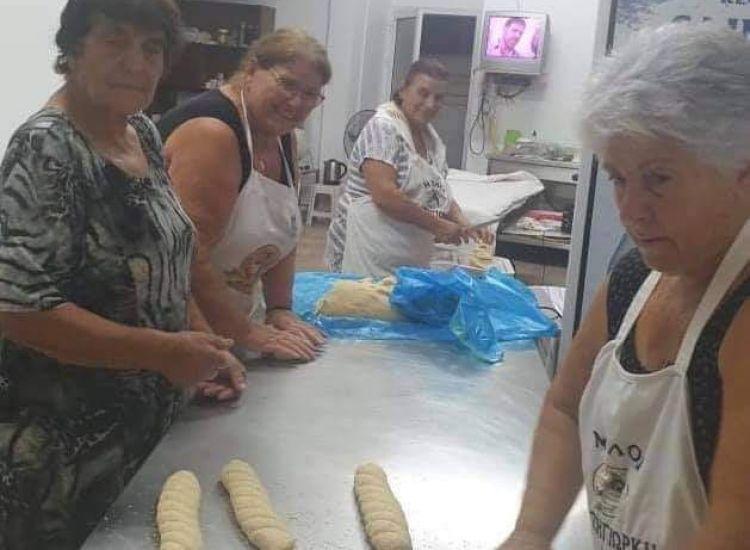 Παραλίμνι: Δίνουν ψωμί σε άπορους συνανθρώπους μας