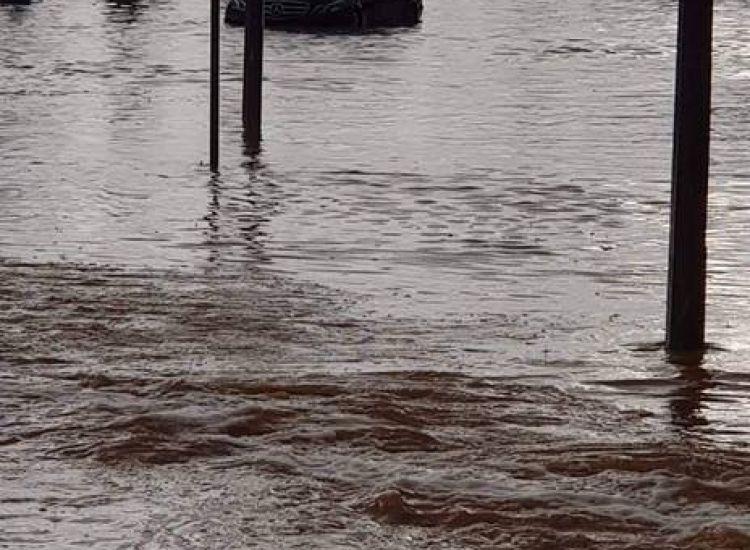 Πνίγηκαν Παραλίμνι και Αγία Νάπα- Αδιάβατοι και πλημμυρισμένοι δρόμοι (φωτογραφίες)